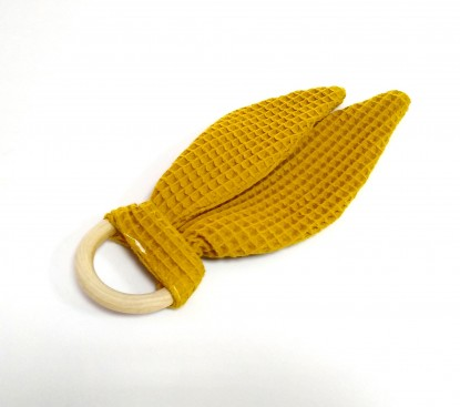 Maple teether with ears in mustard 1